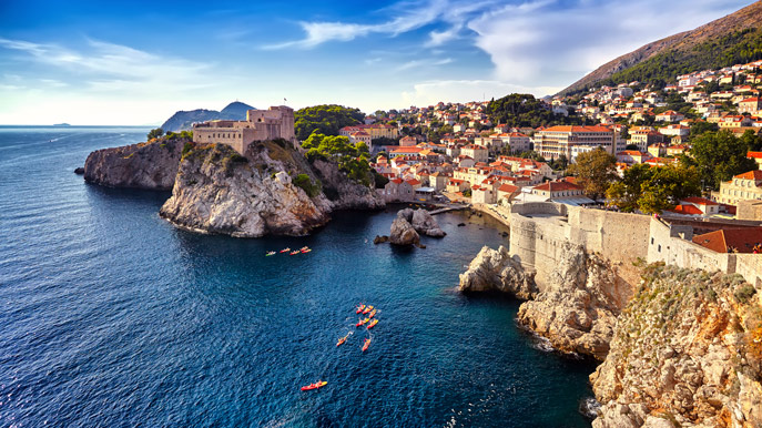photo of the walls of dubrovnik and the city